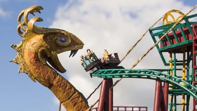 Parque Busch Gardens em Tampa: montanha-russa Cobra's Curse