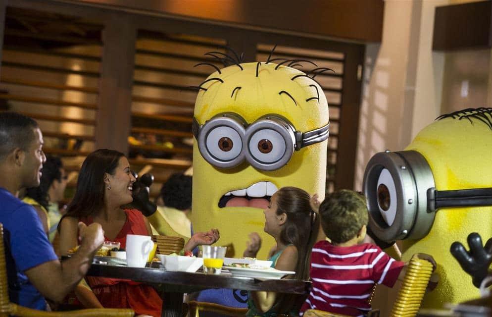 Refeição com personagens no Cafe La Bamba em Orlando 1