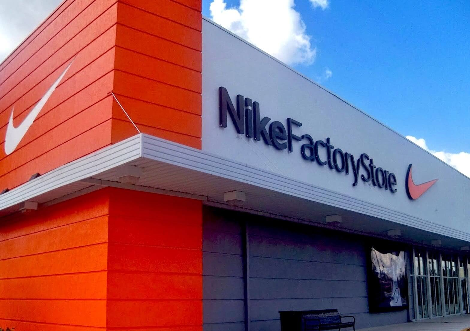 Nike Outlet locations in Melbourne, FL Below is a list of Nike Outlet mall/outlet store locations in Melbourne, Florida - including store address, hours and phone numbers. There are 11 Nike Outlet mall stores in Florida, with 3 locations in or near Melbourne (within miles).