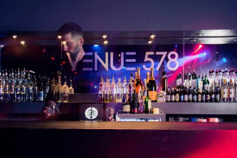Balada Venue 578 em Orlando: bar