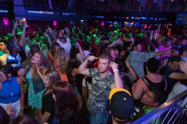 7 baladas em alta em Orlando: Revolution Nightclub