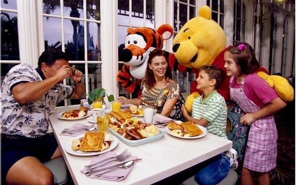 7 dicas para famílias em Orlando: refeição com personagens