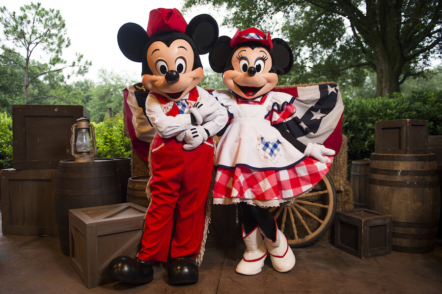 Restaurantes com personagens em Orlando: restaurante Disney Mickey's Backyard BBQ