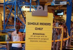 Dicas para viajar sozinho a Orlando: fila Single Riders