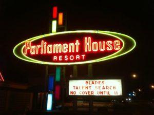 7 lugares para gays e lésbicas em Orlando: Parliament House Resort