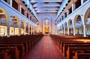 Igreja Mary Queen em Orlando: dentro da igreja