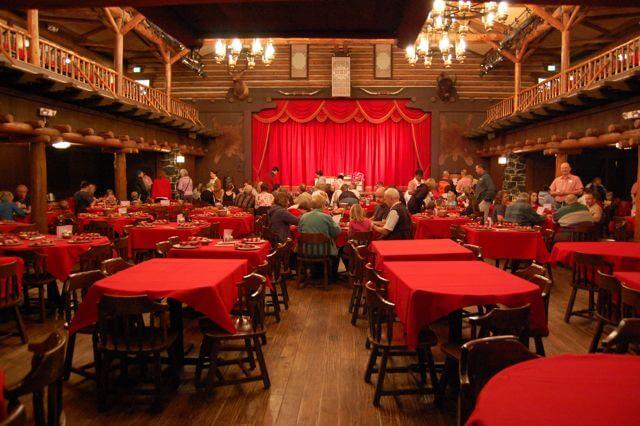 7 atrações noturnas no Walt Disney World Orlando: Hoop-Dee-Doo Musical Revue
