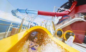 Motivos para fazer um cruzeiro da Disney: tobogã aquático no navio