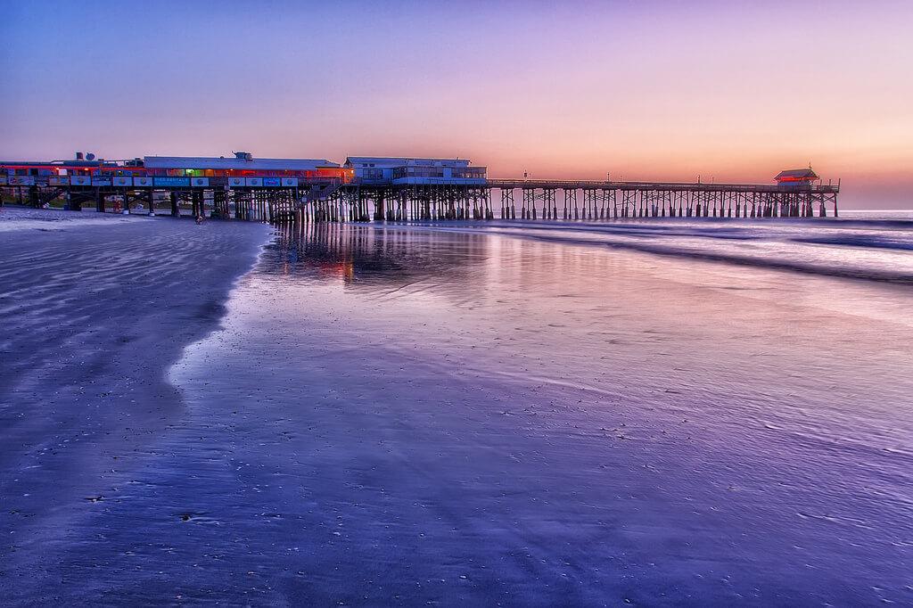 Praia Cocoa Beach próxima a Orlando