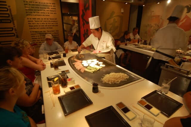 Pavilhão e área do Japão no Disney Epcot em Orlando: restaurante Teppan Edo