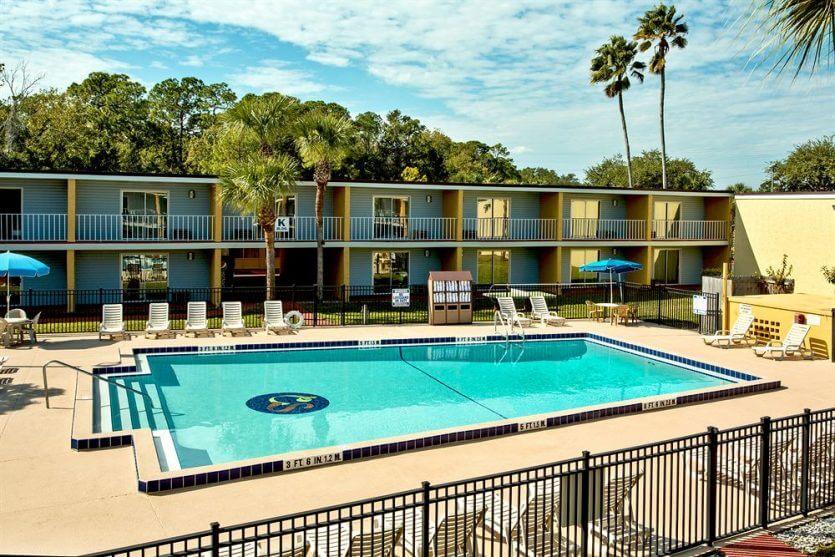 Hotel Celebration Suites: piscina