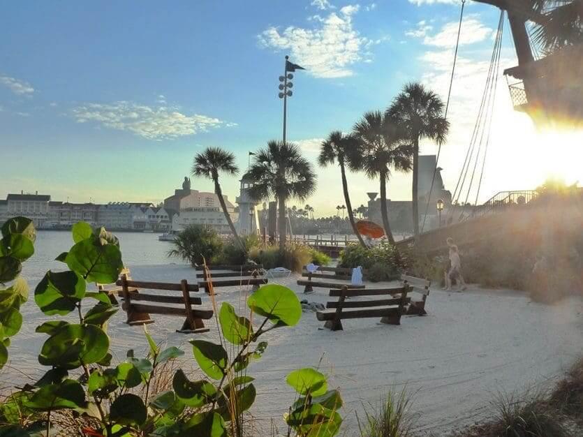 Disney's Beach Club Resort: praia no Crescent Lake