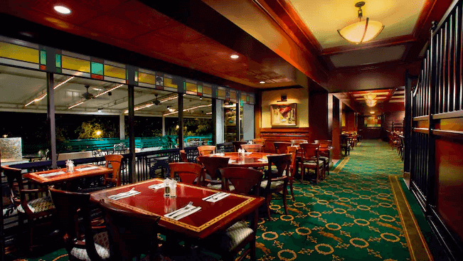 Disney's Saratoga Springs Resort & Spa: Restaurante The Turf Club Bar & Grill
