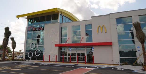 Onde comer McDonald's em Orlando: maior McDonald's do mundo