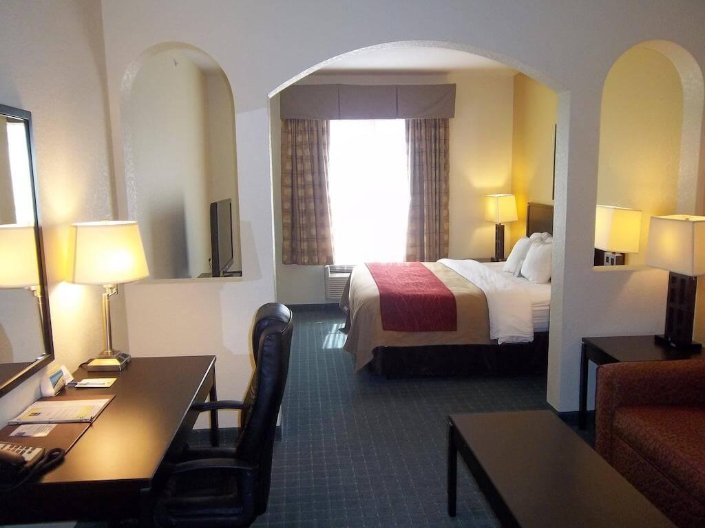 Hotéis bons e baratos em São Petersburg: HotelComfort Inn & Suites Northeast - Gateway - quarto