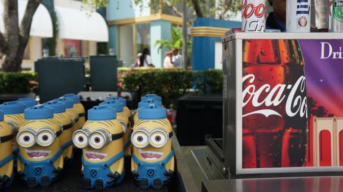 Copo com refil de bebidas na Universal Orlando: copo temático dos Minions