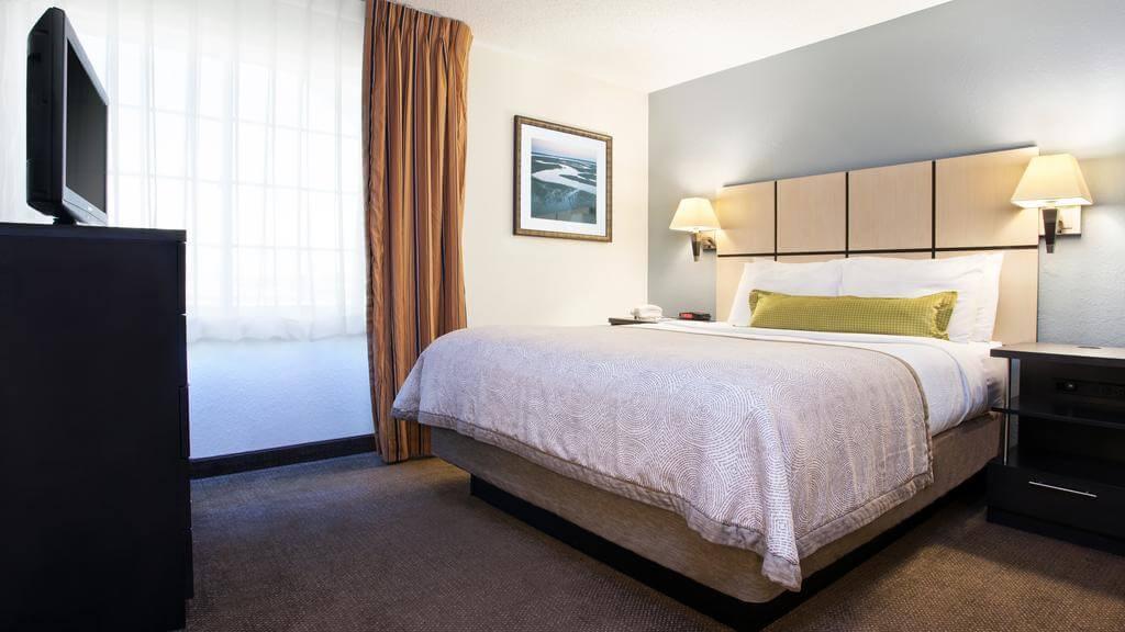 Dicas de hotéis em Jacksonville: HotelCandlewood Suites - quarto