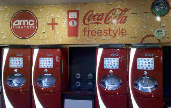 Copo com refil de bebidas na Universal Orlando: máquinas da Coca-Cola Freestyle