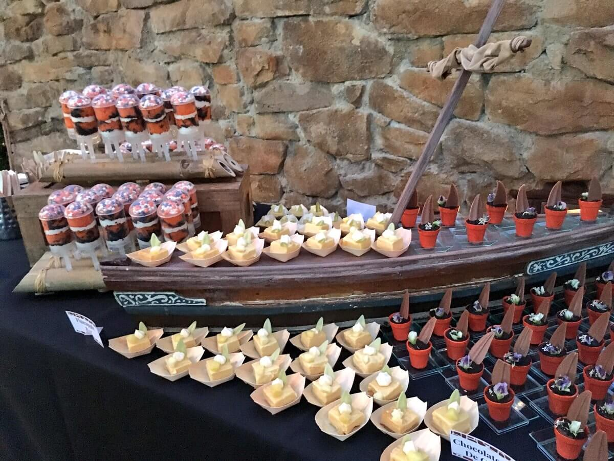 Buffet de sobremesas do show Rivers of Light na Disney Orlando: Rivers of Light Dessert Party