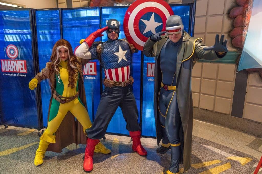 Jantar com super-heróis da Marvel na Universal Orlando: foto com os personagens