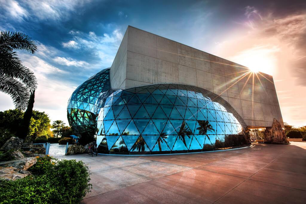 Pontos turísticos em São Petersburgo: Museu Salvador Dalí