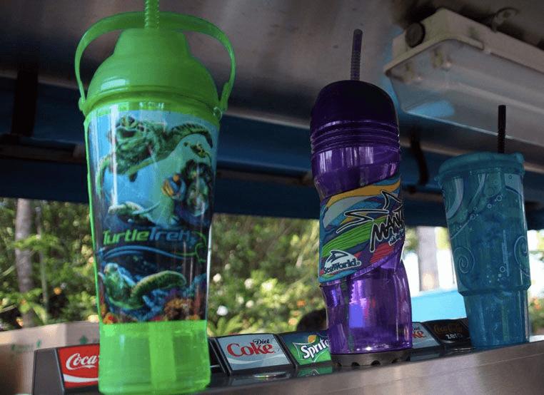 Copo com refil de bebidas no SeaWorld Orlando: SeaWorld's refillable souvenir cup