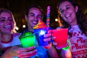 H2O Glow Nights no Typhoon Lagoon em Orlando: bebidas especiais