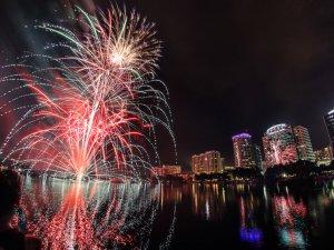 Onde assistir aos fogos de artifício de 4 de julho em Orlando: Lake Eola Park