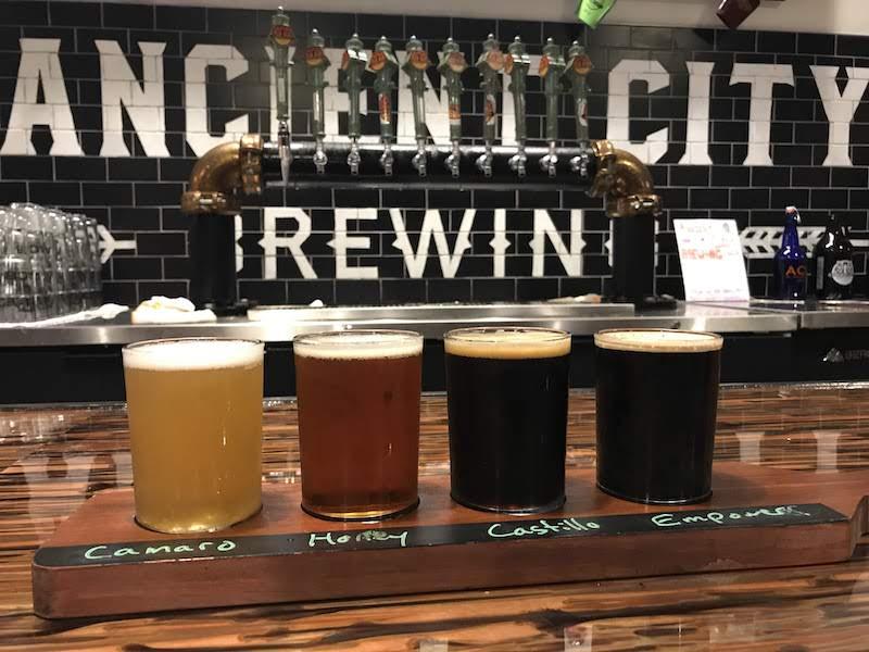 O que fazer à noite em Saint Augustine: cervejas no bar Ancient City Brewing